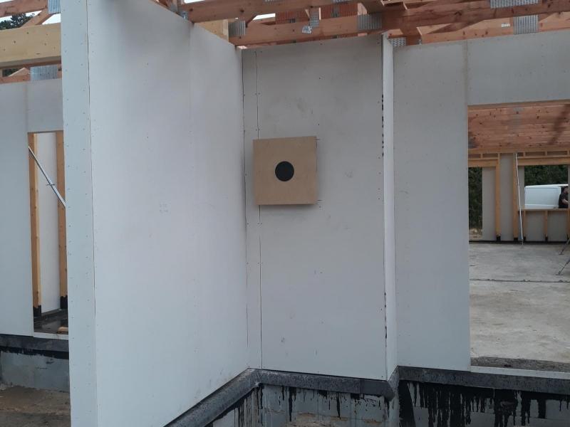 Zděný systémový komín CIKO - 3V UNIVERSAL se dvěma průduchy, pro krbová kamna na terase